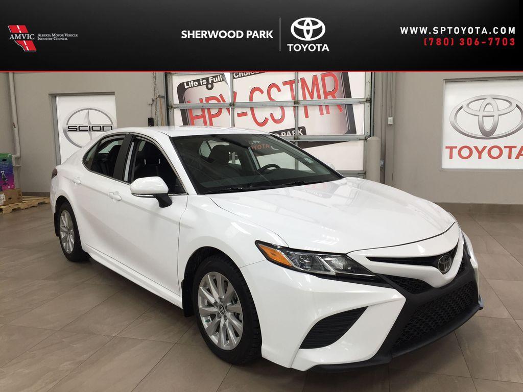 White[Super White] 2019 Toyota Camry SE