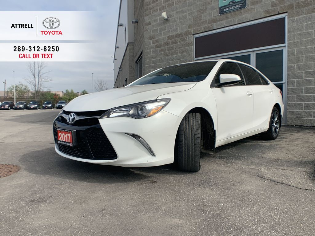White[Blizzard Pearl] 2017 Toyota Camry clean