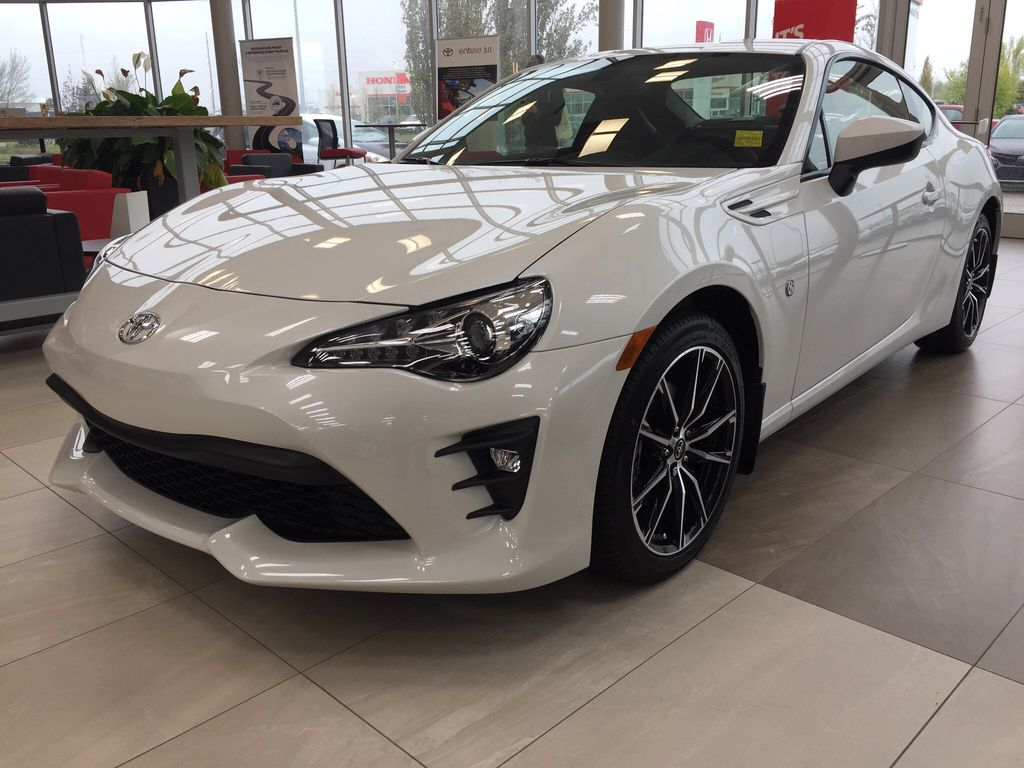 White[Halo] 2020 Toyota 86 GT Left Front Corner Photo in Sherwood Park AB