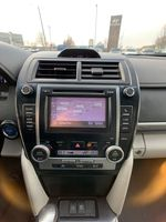 Silver 2014 Toyota Camry Hybrid Central Dash Options Photo in Brampton ON