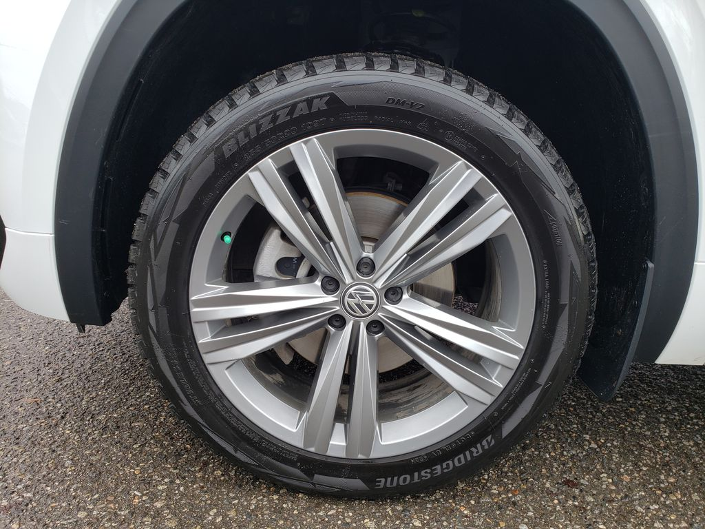 White[Pure White] 2019 Volkswagen Atlas Left Front Rim and Tire Photo in Kelowna BC