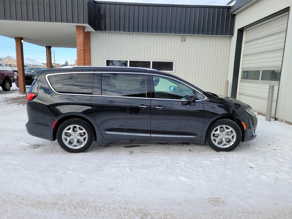 Black 2017 Chrysler Pacifica Left Front Interior Photo in Fort Macleod AB