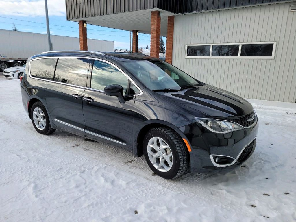Black 2017 Chrysler Pacifica Left Front Rim and Tire Photo in Fort Macleod AB