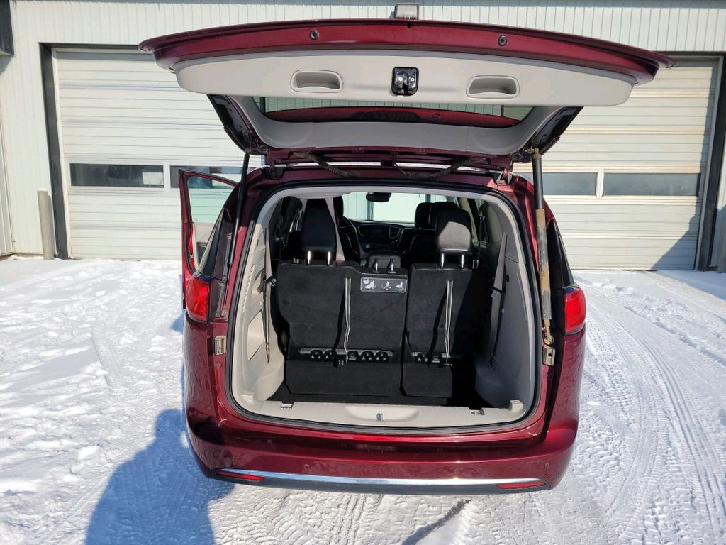 Red 2017 Chrysler Pacifica Left Rear Corner Photo in Fort Macleod AB