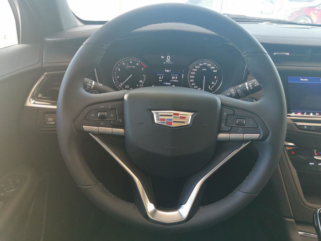 White[Crystal White Tricoat] 2021 Cadillac XT6 Steering Wheel and Dash Photo in Edmonton AB