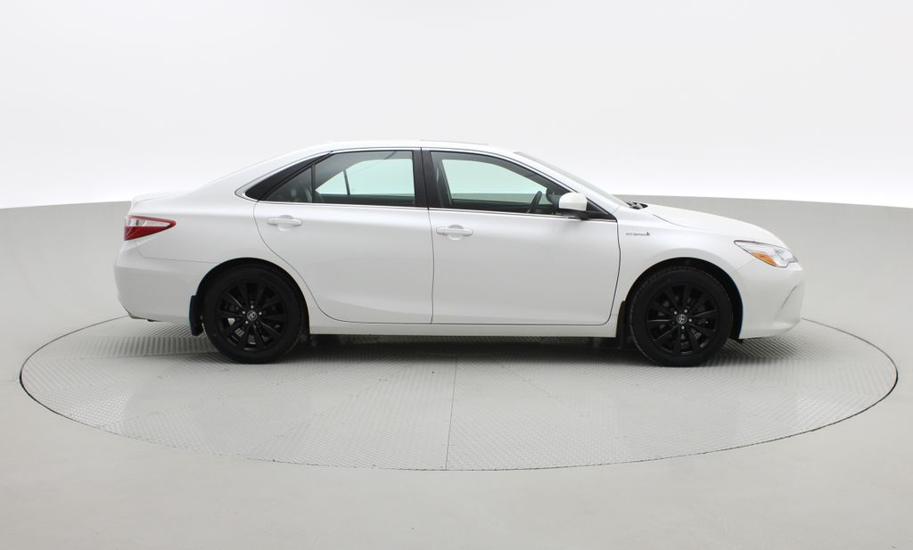 White[Blizzard Pearl] 2017 Toyota Camry Hybrid XLE - Leather, Sunroof, Navigation, Bluetooth Right Side Photo in Winnipeg MB