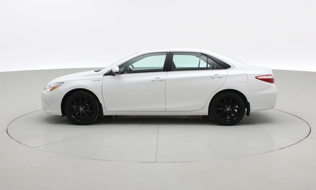 White[Blizzard Pearl] 2017 Toyota Camry Hybrid XLE - Leather, Sunroof, Navigation, Bluetooth Left Side Photo in Winnipeg MB