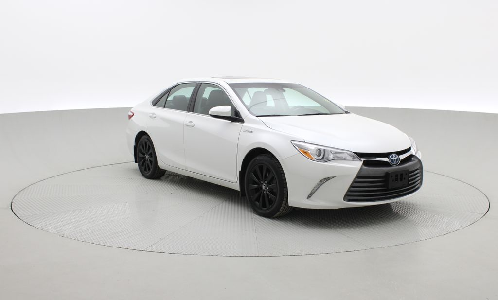 White[Blizzard Pearl] 2017 Toyota Camry Hybrid XLE - Leather, Sunroof, Navigation, Bluetooth Left Front Corner Photo in Winnipeg MB