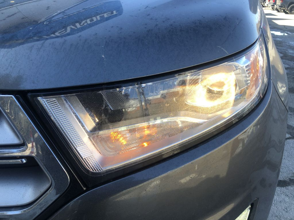 Gray[Magnetic Metallic] 2015 Ford Edge SEL Left Front Head Light / Bumper and Grill in Canmore AB