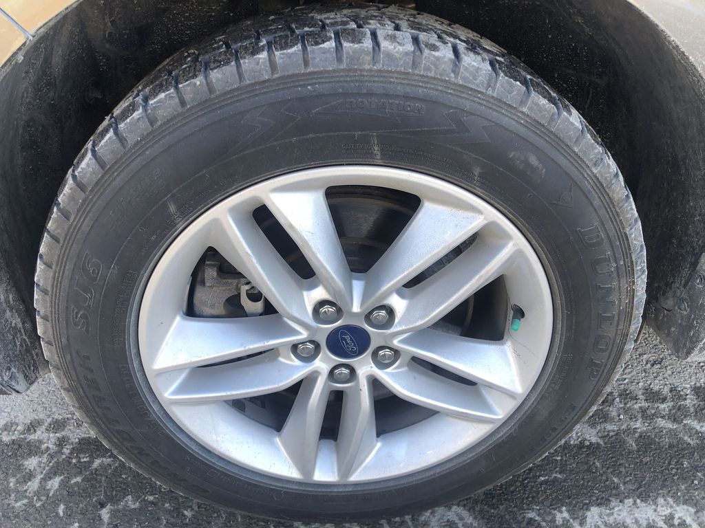 Gray[Magnetic Metallic] 2015 Ford Edge SEL Left Front Rim and Tire Photo in Canmore AB