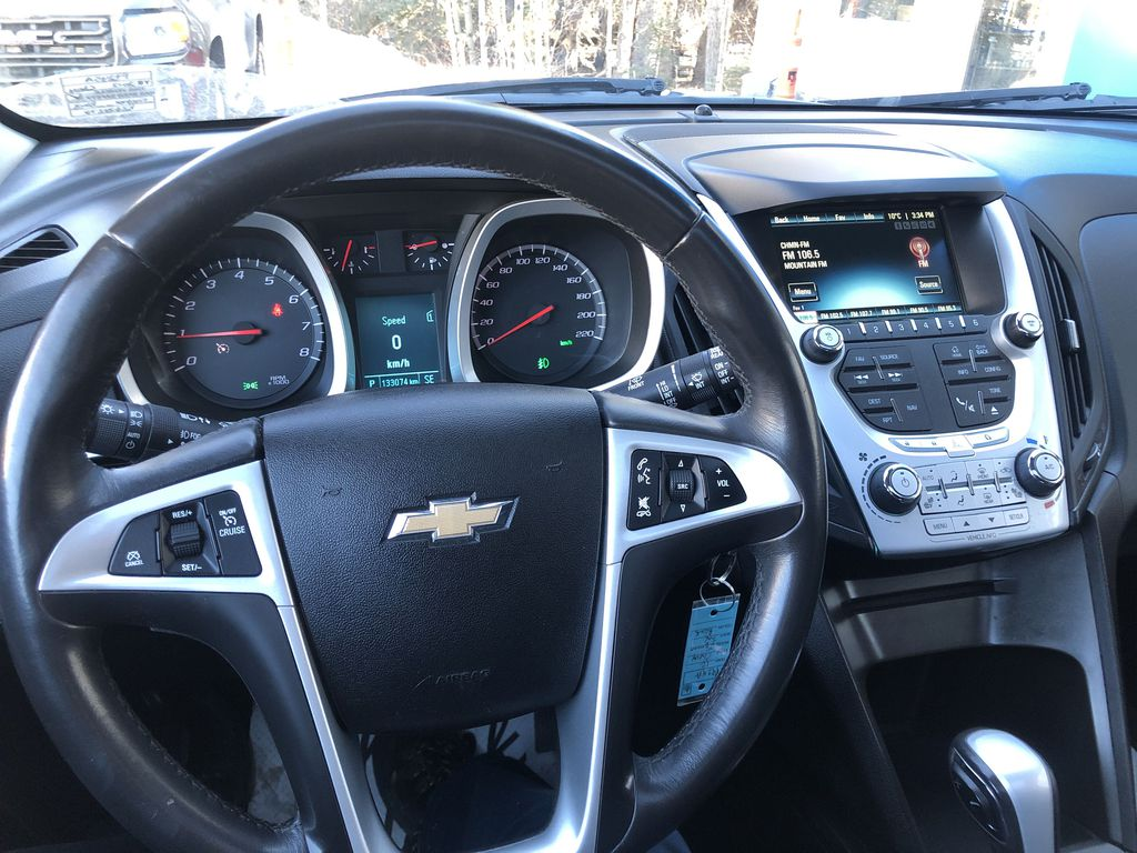 Black[Black] 2012 Chevrolet Equinox Steering Wheel and Dash Photo in Canmore AB