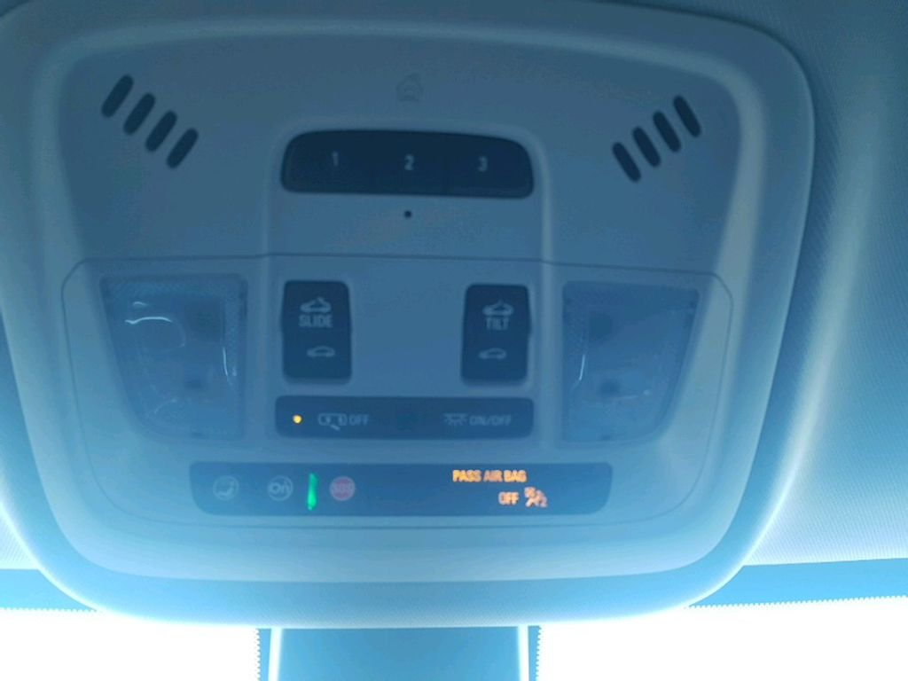 Silver 2021 Chevrolet Traverse Steering Wheel and Dash Photo in Barrhead AB