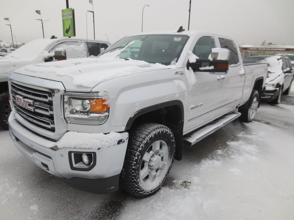 White 2018 GMC Sierra 3500HD Left Front Rim and Tire Photo in Lethbridge AB