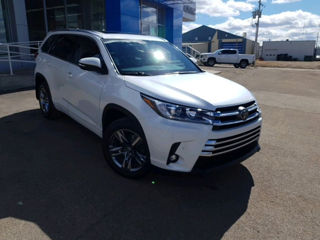 White 2019 Toyota Highlander Left Front Rim and Tire Photo in Barrhead AB