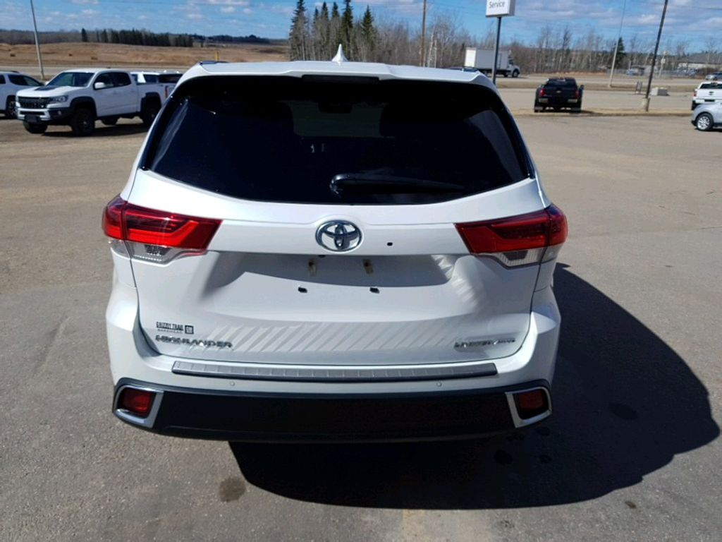 White 2019 Toyota Highlander Driver's Side Door Controls Photo in Barrhead AB