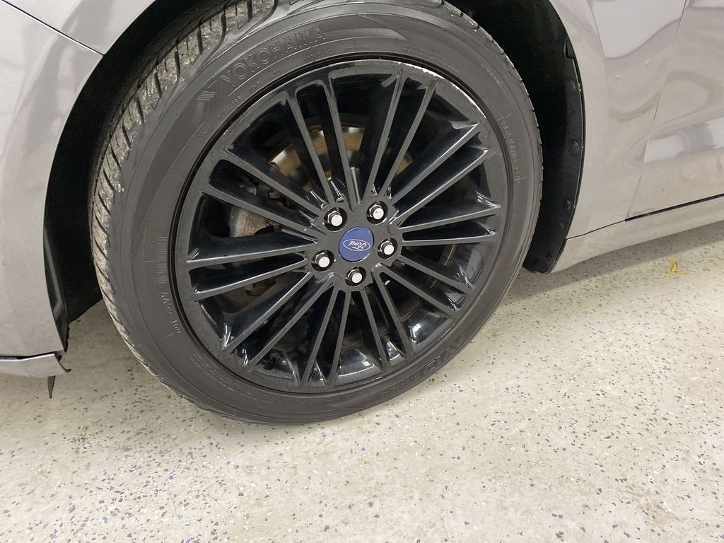 MAGNETIC 2014 Ford Fusion Left Front Rim and Tire Photo in Dartmouth NS