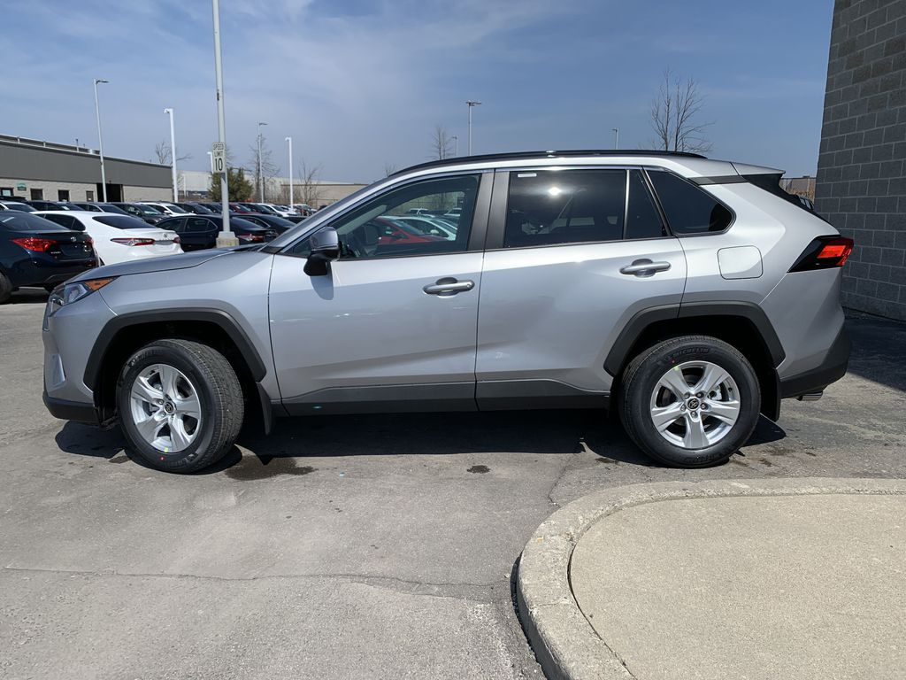 Silver[Silver Sky Metallic] 2021 Toyota RAV4 FWD XLE Standard Package W1RFVT AM Left Front Rim and Tire Photo in Brampton ON