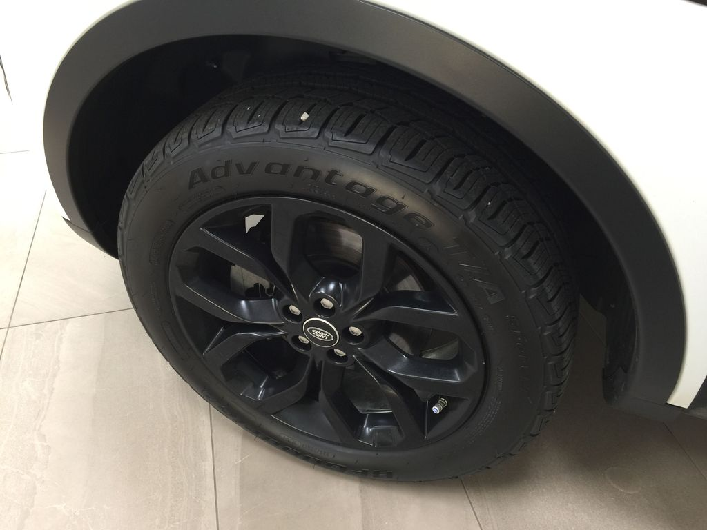 White[Fuji White] 2017 Land Rover Discovery Sport HSE Luxury Left Front Rim and Tire Photo in Sherwood Park AB