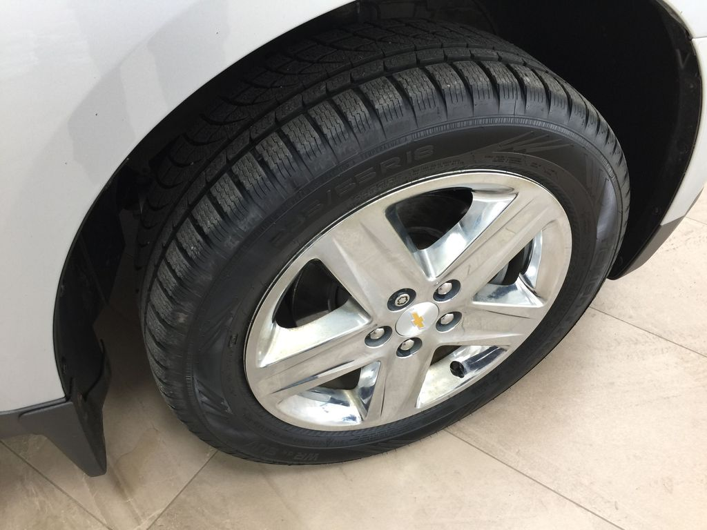 Silver[Silver Ice Metallic] 2016 Chevrolet Equinox LT AWD Right Front Rim and Tire Photo in Sherwood Park AB