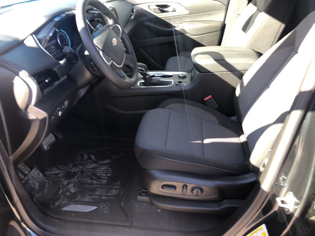 Gray[Graphite Metallic] 2021 Chevrolet Traverse LT Left Front Interior Photo in Canmore AB