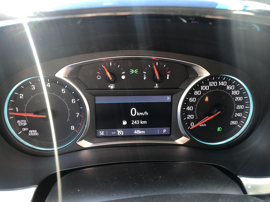 Gray[Graphite Metallic] 2021 Chevrolet Traverse LT Central Dash Options Photo in Canmore AB