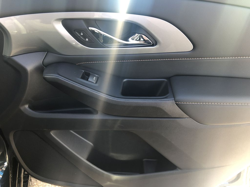 Gray[Graphite Metallic] 2021 Chevrolet Traverse LT Right Front Interior Door Panel Photo in Canmore AB