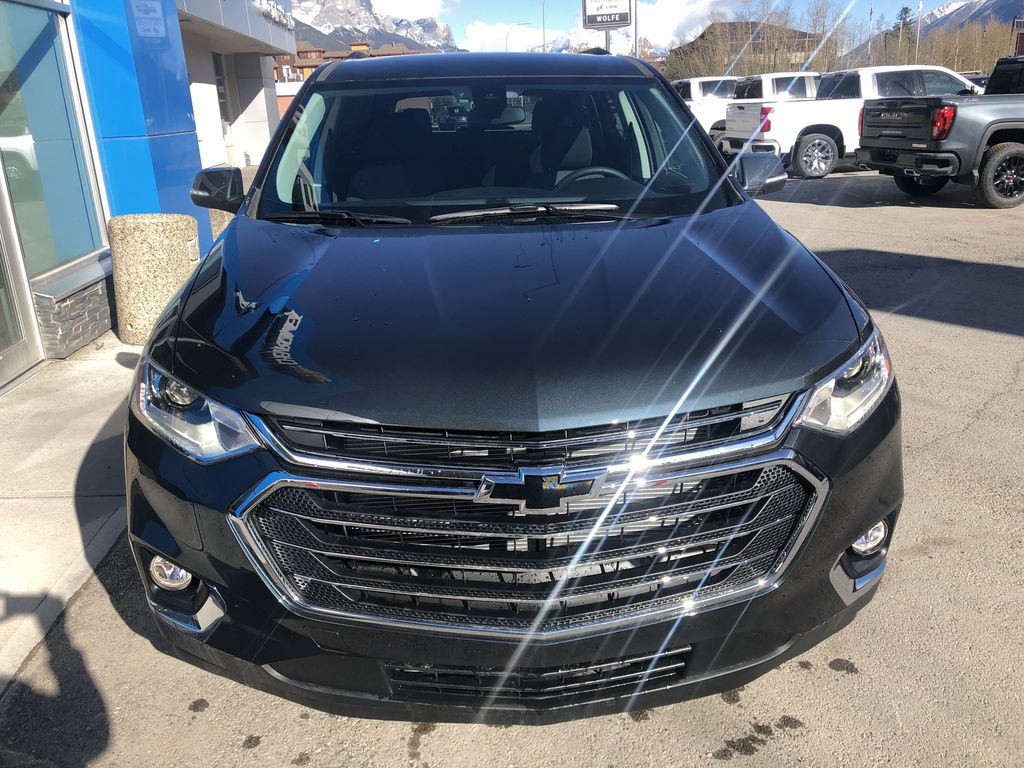 Gray[Graphite Metallic] 2021 Chevrolet Traverse LT Front Vehicle Photo in Canmore AB
