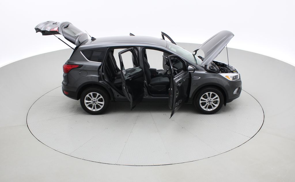 Gray[Magnetic] 2019 Ford Escape SE 4WD - Heated Seats, Backup Camera, MyFord Touch Right Side Photo in Winnipeg MB