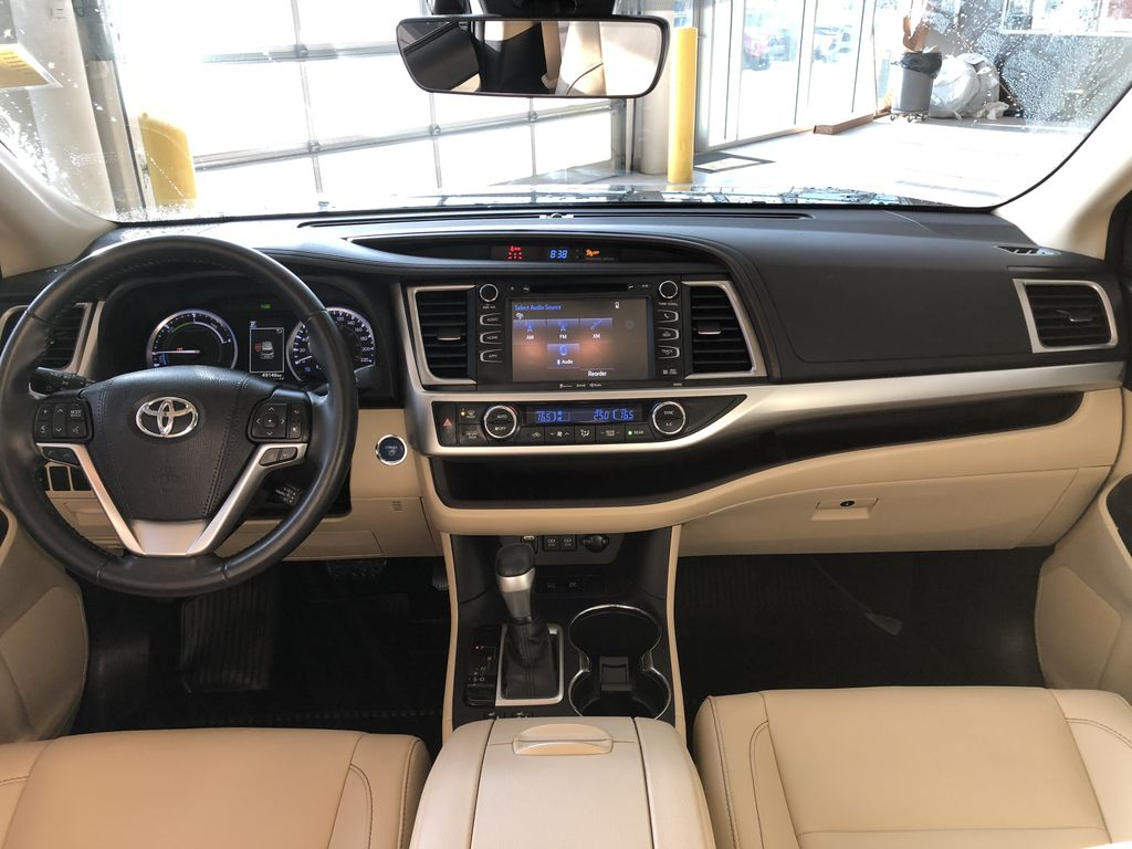 Black 2019 Toyota Highlander Hybrid XLE | Extended Warranty Included Third Row Seat or Additional  Photo in Edmonton AB