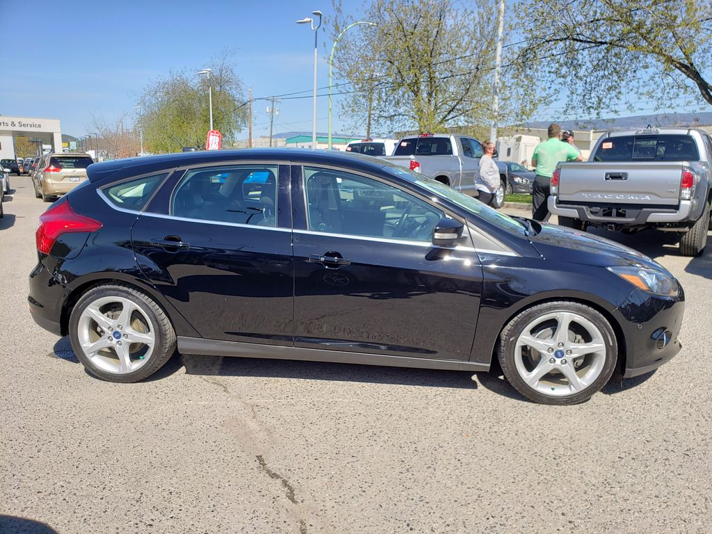 Black[Black] 2012 Ford Focus Right Side Photo in Kelowna BC
