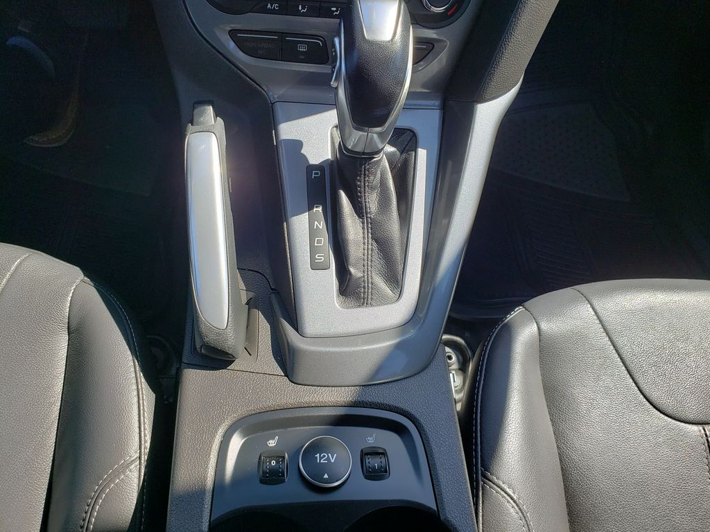 Black[Black] 2012 Ford Focus Center Console Photo in Kelowna BC