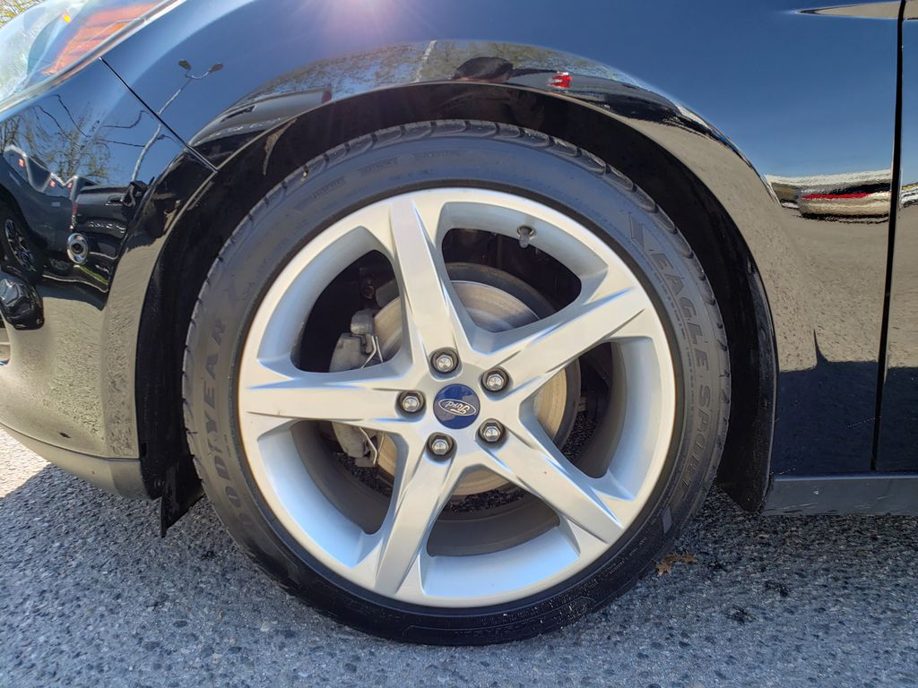 Black[Black] 2012 Ford Focus Left Front Rim and Tire Photo in Kelowna BC