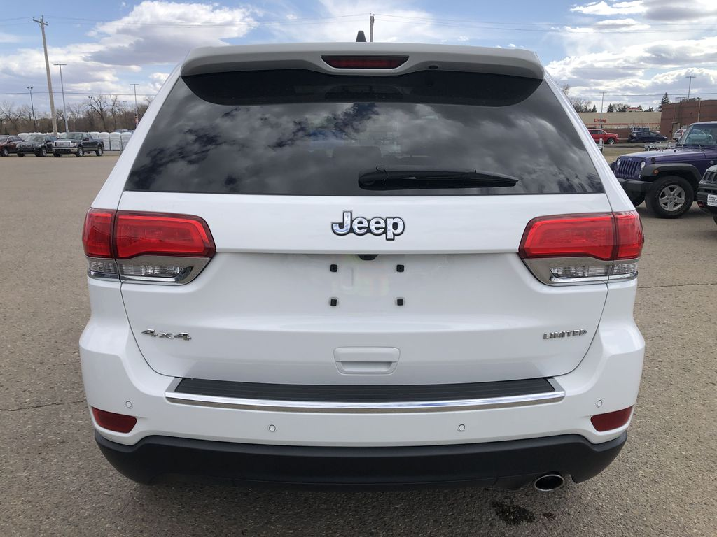 White[Bright White] 2018 Jeep Grand Cherokee Limited *Vented Seats* *Panoramic Sunroof* Rear of Vehicle Photo in Brandon MB