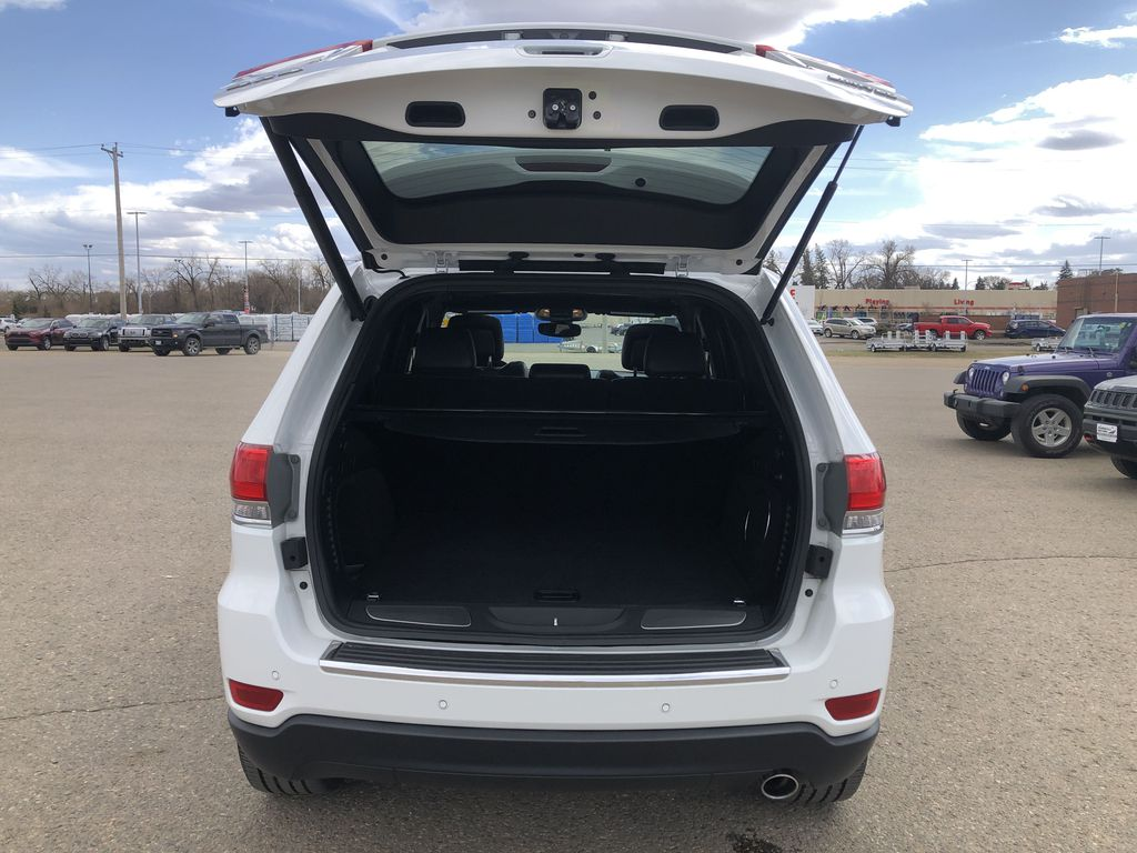 White[Bright White] 2018 Jeep Grand Cherokee Limited *Vented Seats* *Panoramic Sunroof* Trunk / Cargo Area Photo in Brandon MB