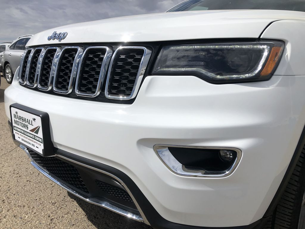 White[Bright White] 2018 Jeep Grand Cherokee Limited *Vented Seats* *Panoramic Sunroof* Left Front Head Light / Bumper and Grill in Brandon MB