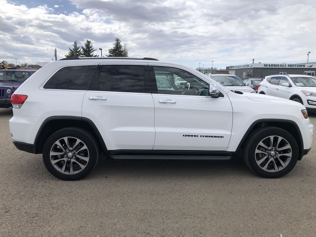 White[Bright White] 2018 Jeep Grand Cherokee Limited *Vented Seats* *Panoramic Sunroof* Right Side Photo in Brandon MB