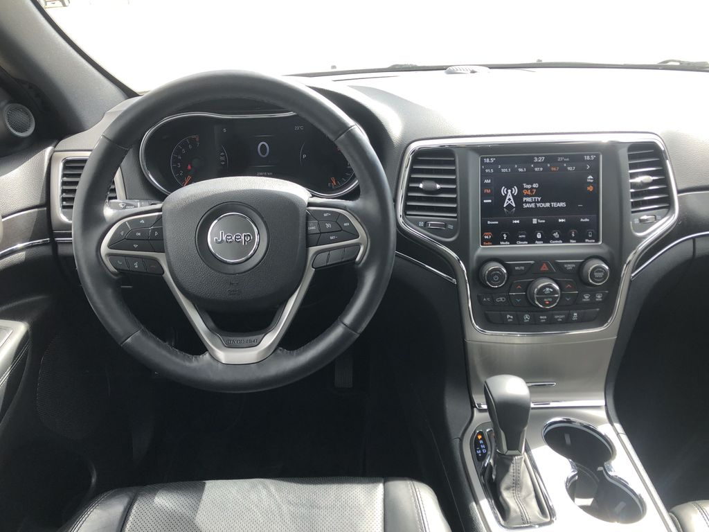 White[Bright White] 2018 Jeep Grand Cherokee Limited *Vented Seats* *Panoramic Sunroof* Steering Wheel and Dash Photo in Brandon MB