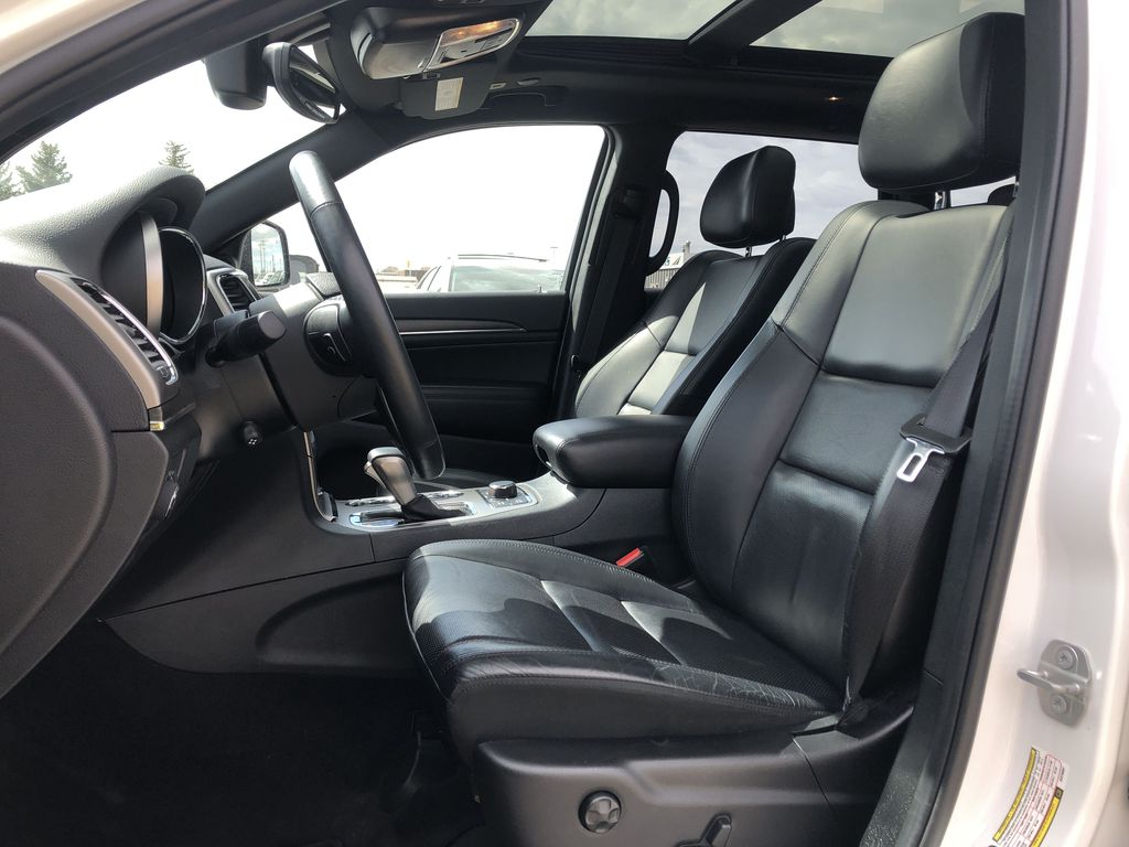 White[Bright White] 2018 Jeep Grand Cherokee Limited *Vented Seats* *Panoramic Sunroof* Left Front Interior Photo in Brandon MB