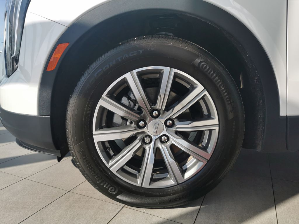 White[Crystal White Tricoat] 2019 Cadillac XT4 Left Front Rim and Tire Photo in Edmonton AB
