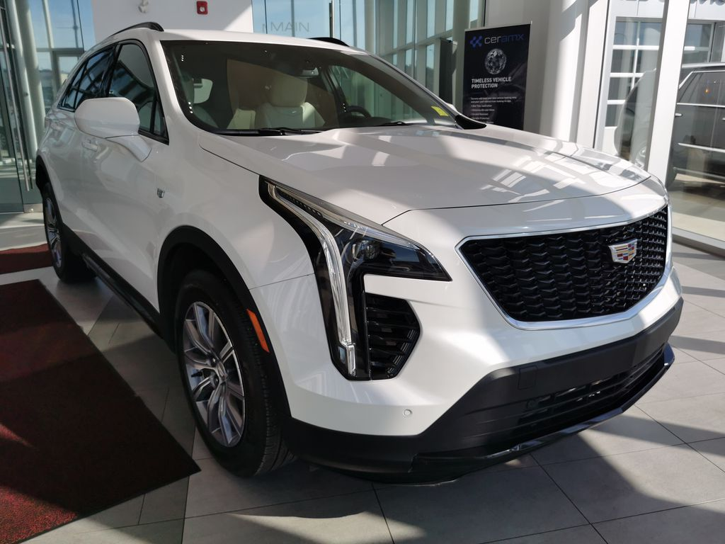 White[Crystal White Tricoat] 2019 Cadillac XT4 Right Front Corner Photo in Edmonton AB