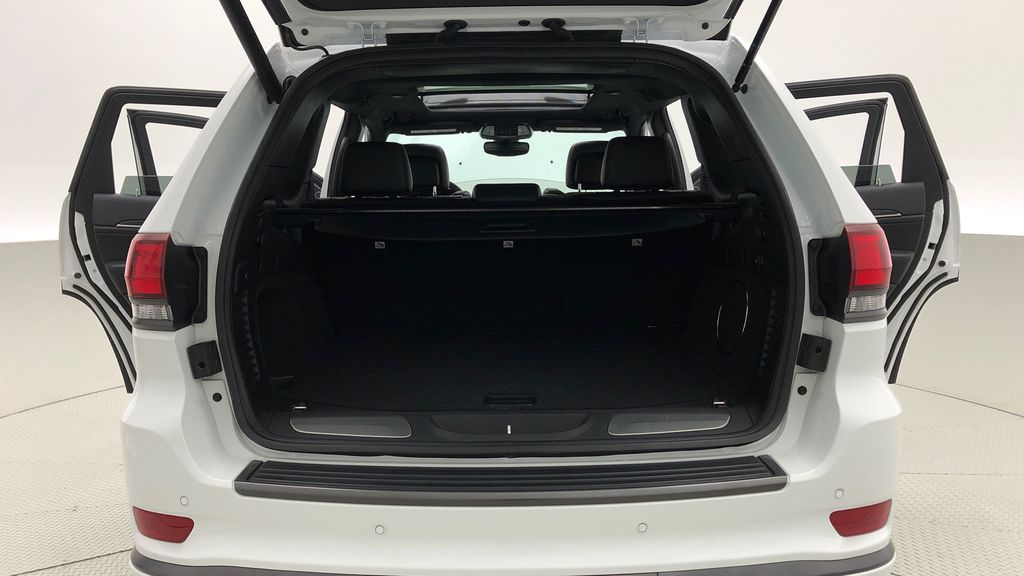 White[Bright White] 2019 Jeep Grand Cherokee Limited X 4WD - Panoramic Roof Trunk / Cargo Area Photo in Winnipeg MB