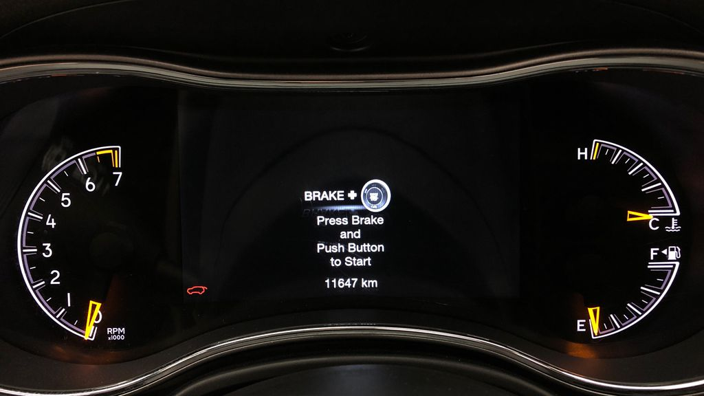 White[Bright White] 2019 Jeep Grand Cherokee Limited X 4WD - Panoramic Roof Odometer Photo in Winnipeg MB