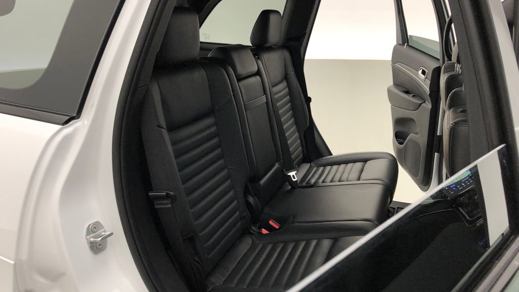 White[Bright White] 2019 Jeep Grand Cherokee Limited X 4WD - Panoramic Roof Right Side Rear Seat  Photo in Winnipeg MB