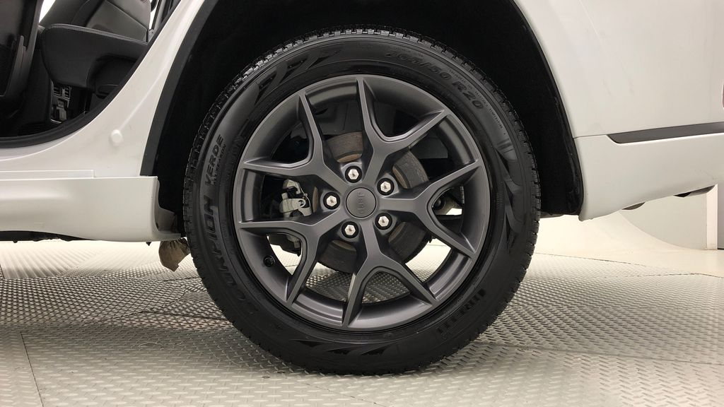 White[Bright White] 2019 Jeep Grand Cherokee Limited X 4WD - Panoramic Roof Left Rear Rim and Tire Photo in Winnipeg MB