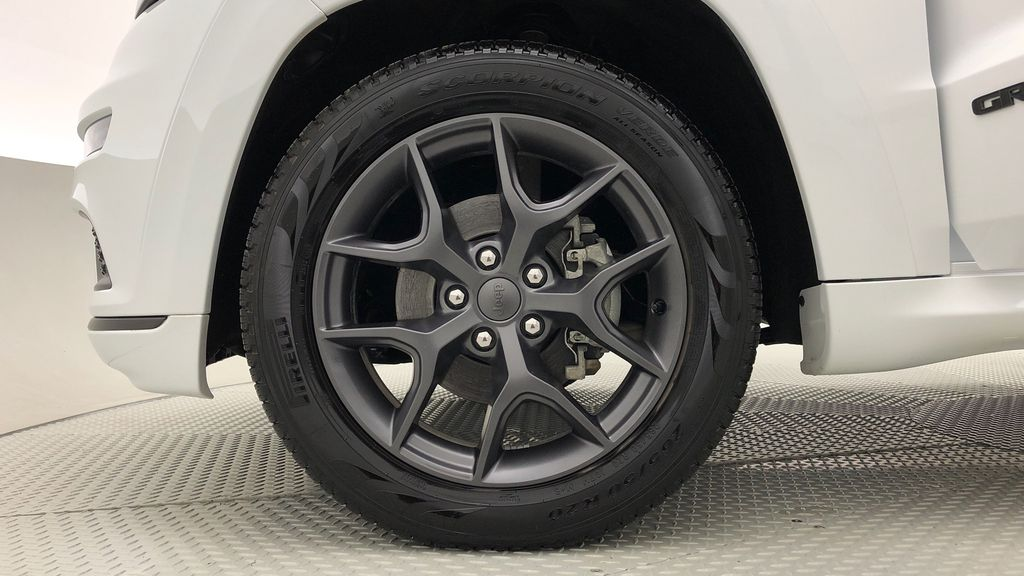 White[Bright White] 2019 Jeep Grand Cherokee Limited X 4WD - Panoramic Roof Left Front Rim and Tire Photo in Winnipeg MB