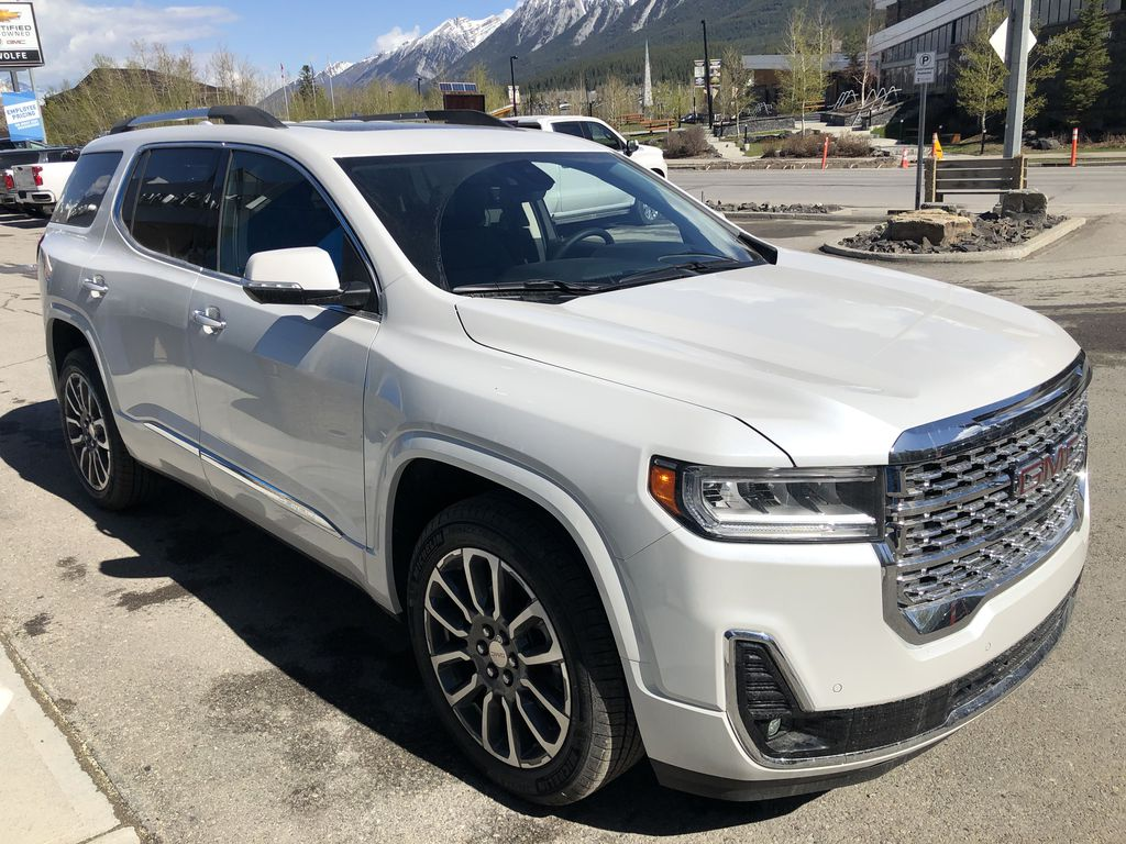 White[White Frost Tricoat] 2021 GMC Acadia Denali Right Front Corner Photo in Canmore AB