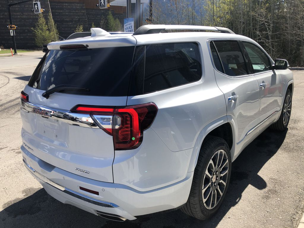 White[White Frost Tricoat] 2021 GMC Acadia Denali Right Rear Corner Photo in Canmore AB