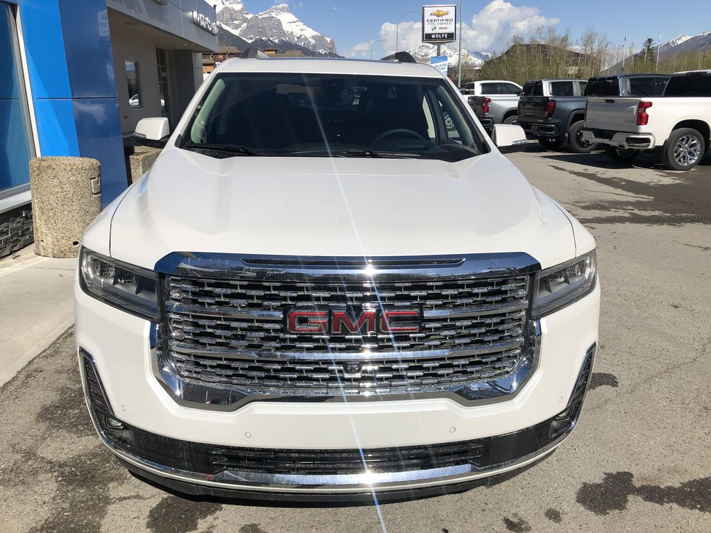 White[White Frost Tricoat] 2021 GMC Acadia Denali Front Vehicle Photo in Canmore AB