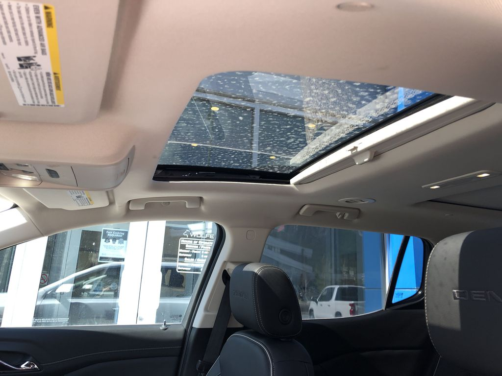 White[White Frost Tricoat] 2021 GMC Acadia Denali Sunroof Photo in Canmore AB