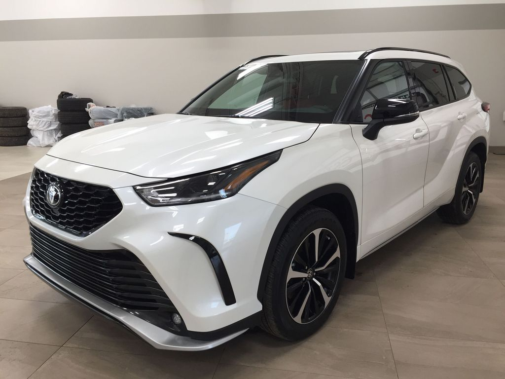 White[Blizzard Pearl] 2021 Toyota Highlander XSE Left Front Corner Photo in Sherwood Park AB